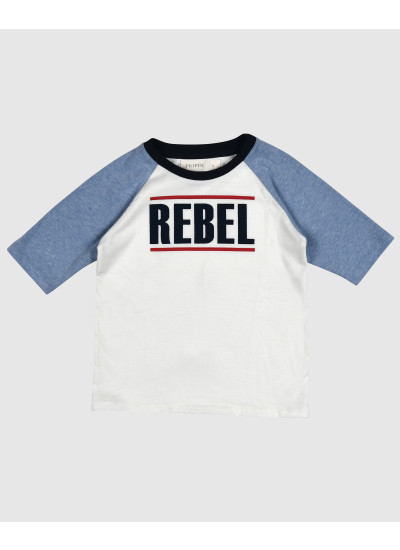 REBEL remera blanca y celeste estampada nene
